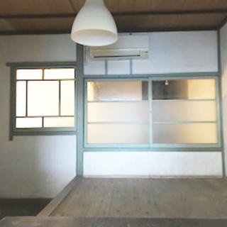 三津浜地区旧濱田医院のシェアショップ!小上がりのある元待合室