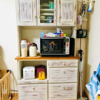 カントリー調キッチンボード(食器棚)