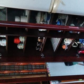 半額になりました!❗食器棚です。