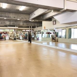 【貸しスタジオ】沖縄/豊見城・那覇近郊 鏡張りの広々スペースでダ...