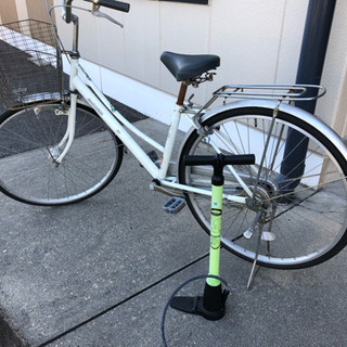 自転車と空気入れ