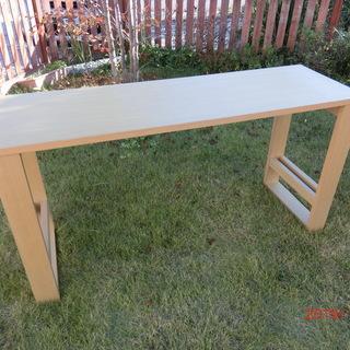 キッチンサイドテーブルまたは作業台