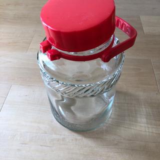 ガラス瓶差し上げます。