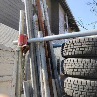 引き取り決まりました。単管、タイヤラック、クランプ多数差し上げます。