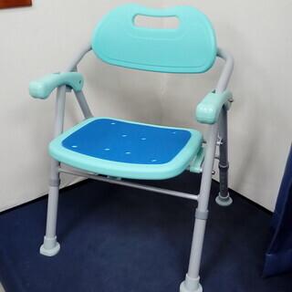 折りたたみ式シャワーチェア(足・腰の良くない人のために)
