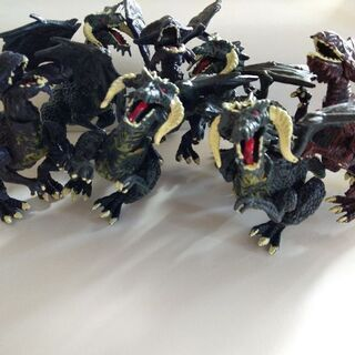 ドラゴンのフィギュア7個