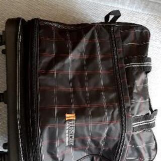 ローラー付き大型バッグ