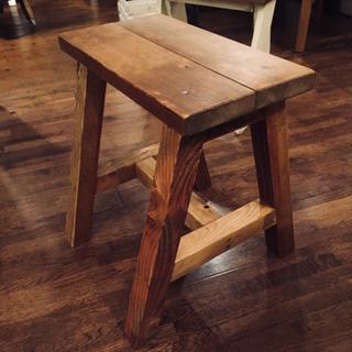 古材で作った椅子