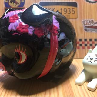 定番ブタさん貯金箱と猫さんスマホスタンドとミニブタちゃん