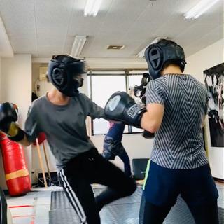 お昼にキックボクシング