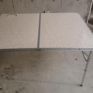 アウトドア用折りたたみテーブル