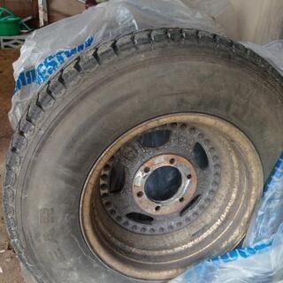 265―70-16スパイクタイヤ、6穴ホイール