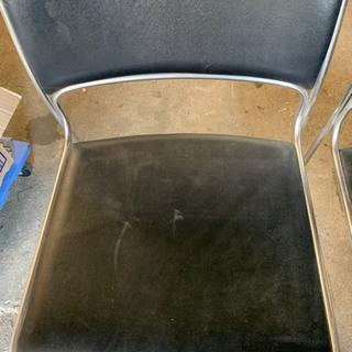 黒 パイプ椅子
