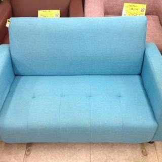 【お宝創庫リユース館中村店】晴れた青空のようなブルーの二人掛けソファー