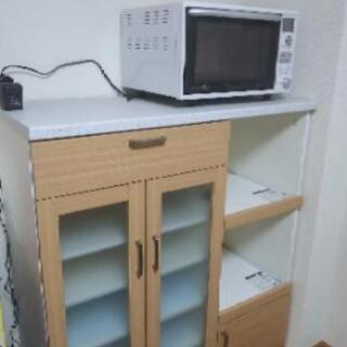 お渡し決まりました【美品】食器棚 スライド式家電収納二段付き
