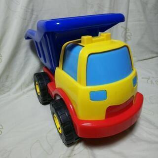 赤ちゃんのダンプカーです。