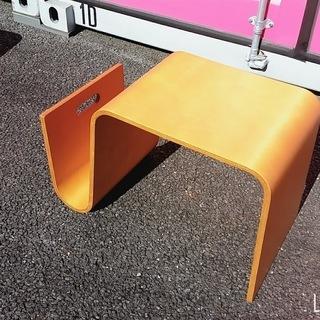オシャレなマガジンラック付きサイドテーブル