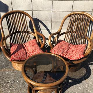 中古品 籐の椅子 テーブル セットです。