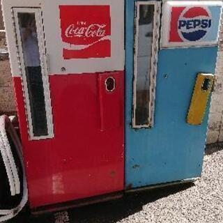 昔の自動販売機とポスト
