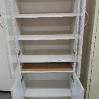 食器棚一個。真ん中の引き出しなし。取りに来られる方限定。