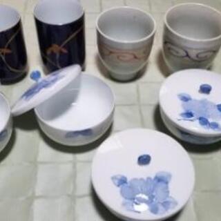 湯飲み、夫婦茶碗2点と蓋付き4客