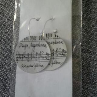 ヨーロッパ楽譜ピアス