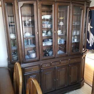 更に値下げしました!大き目の食器棚です。