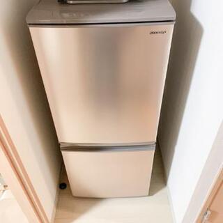 【ほぼ新品!!】SHARP製 137L 単身用冷蔵庫。扉左右付け...