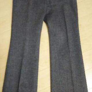 黒 パンツ