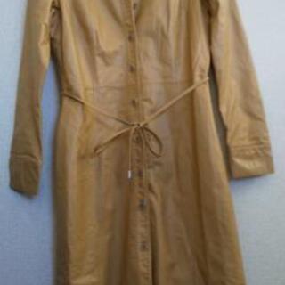 革のコートドレス