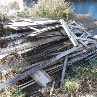 暖炉用、蒔(まき、マキ)角材・古材・棚板・家具板・廃木材等 軽ト...