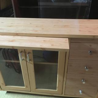 木製風のボード家具