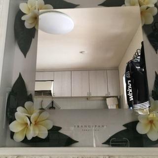 プルメリアの飾りが付いたハワイアンな鏡