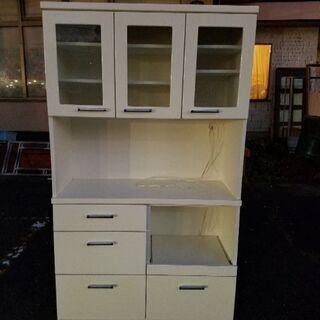 中古/食器棚 電子レンジと炊飯器もおけます。
