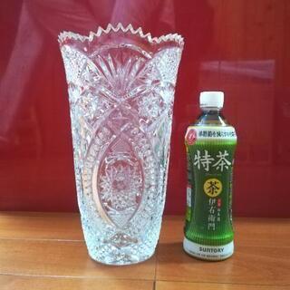 大きくて重たいガラスの花瓶