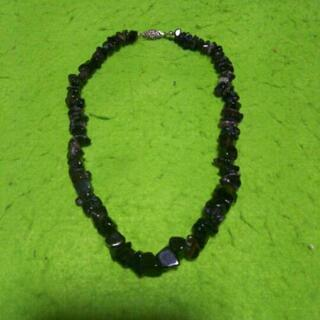 黒い天然石のネックレス