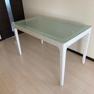 洋風ガラステーブル