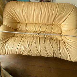 ゆったりとした2人掛けソファ