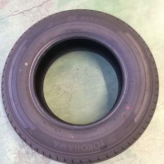 新品の未使用タイヤ 195/80 15 4本セット