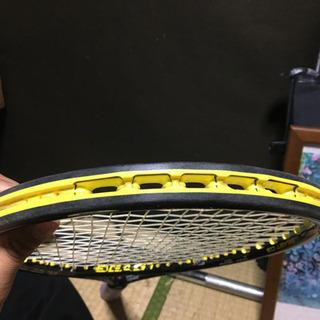 プリンスのテニスラケット(ヒビあり)