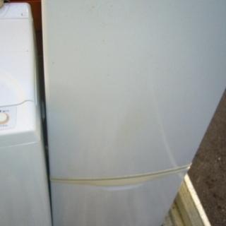 冷蔵庫小型古いけど安いです。