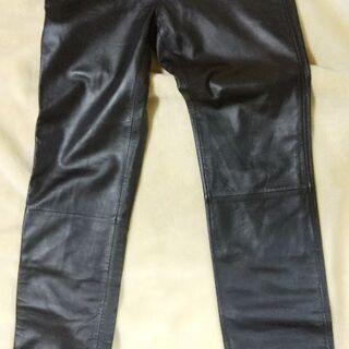 黒革ズボン
