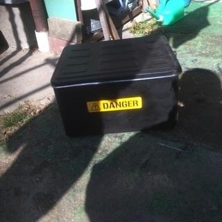 ミリタリー風のバイクリアボックス。