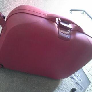 サムソナイト赤トランク