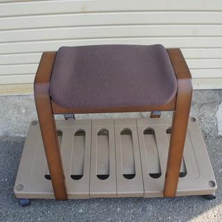 木製スツール リュークDBR(ニトリ)新品同様¥500でお譲ります!