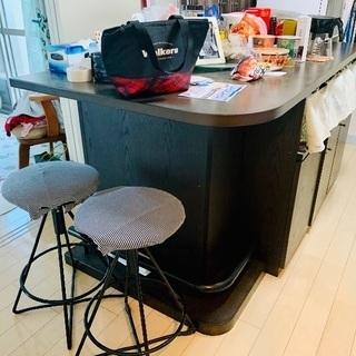 重厚感あるL字カウンター 椅子2脚付