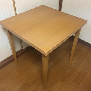 伸長式のダイニングテーブル