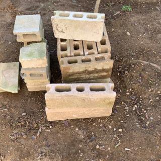 ブロック、庭石差し上げます。