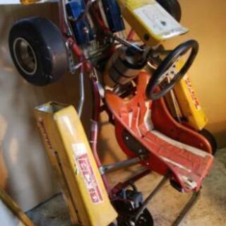 中古子供用レーシングカート2台+部品多数。