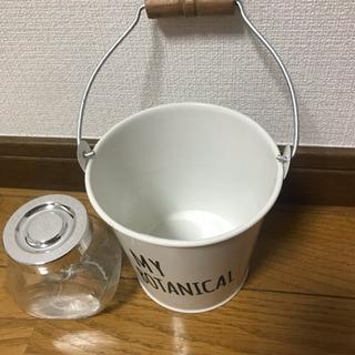 小さなガラス瓶とインテリアバケツ - 生活雑貨